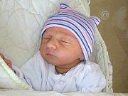 RODIČŮM Janě a Benovi se 12. května 2017 narodil syn a dostal jméno Péťa. Maminka a tatínek si prvorozeného syna odvezli z hořovické porodnice U Sluneční brány domů do Prahy.