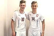 DAVID BEŇO (vpravo) se svým reprezentačním spoluhráčem Martinem Graicarem v šatně před zápasem v Srbsku.