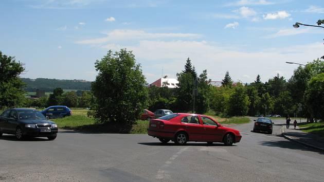 Křižovatka, která je pro některé řidiče příliš složitá.