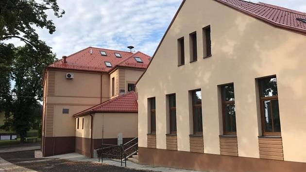 Slavnostní otevření přístavby školy v Hudlicích.