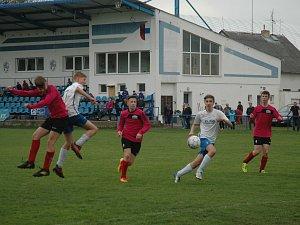 Fotbaloví žáci začínají hrát nadstavbu v krajském přeboru
