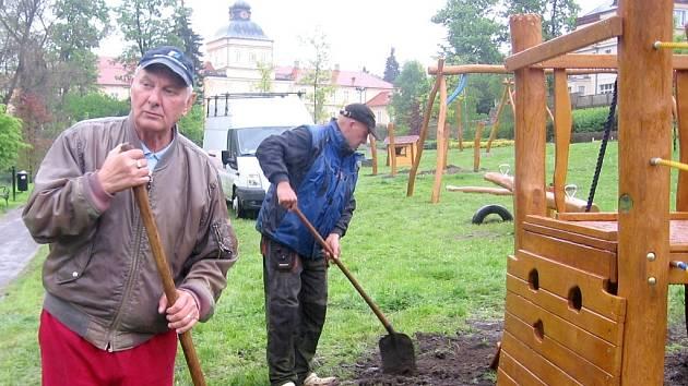 Hořovičtí dokončují hřiště v Panské zahradě