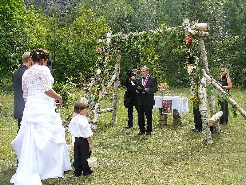 V Berouně jsou netradiční svatby populární.