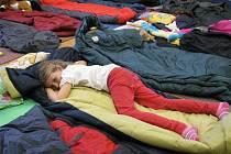 Prvňáčkové nocovali v králodvorské základní škole