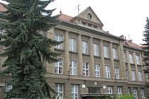 Budova hořovického gymnázia a 2. základní školy by mohla být opravena jen do poloviny.