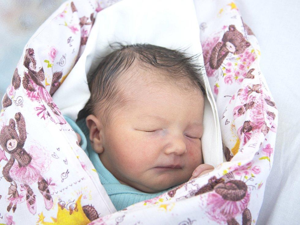 Valentina Stehlíková se narodila v nymburské porodnici 30. května 2021 v 1.22 hodin s váhou 3260 g a mírou 50 cm. V Nymburce bude prvorozená holčička bydlet s maminkou Michaelou a tatínkem Michalem.