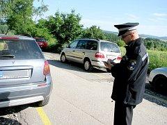 Hořovičtí strážní musí řešit nevhodné parkování u místní nemocnice