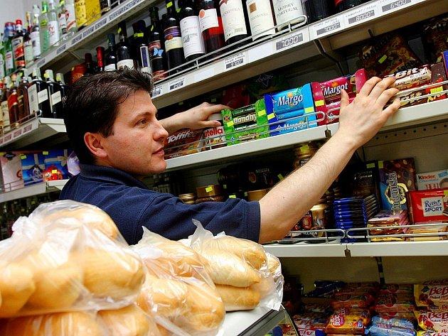 Obchodní řetězce i menší kamenné obchody čelí každý den nájezdům lapků. V pohotovosti jsou tak prodavači i příslušníci bezpečnostních a detektivních agentur. - Ilustrační foto.
