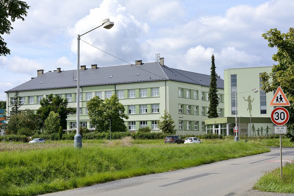 Základní škola Králův Dvůr.