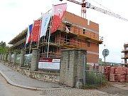 V Berouně se staví a budou stavět stovky bytů a zeleně ubývá. Jak bude město vypadat za pár let? Výstavba v kasárnách.