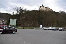 Pohled na zámek Nižbor.