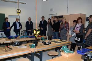 Z otevření polytechnických dílen v Dolních Břežanech.