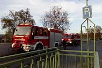 Požár dřevěného žebříku, který vede k náhonu řeky v Berouně.