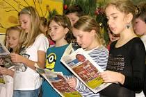 K akci Česko zpívá koledy se přidali žáci V B druhé základní školy v Hořovicích