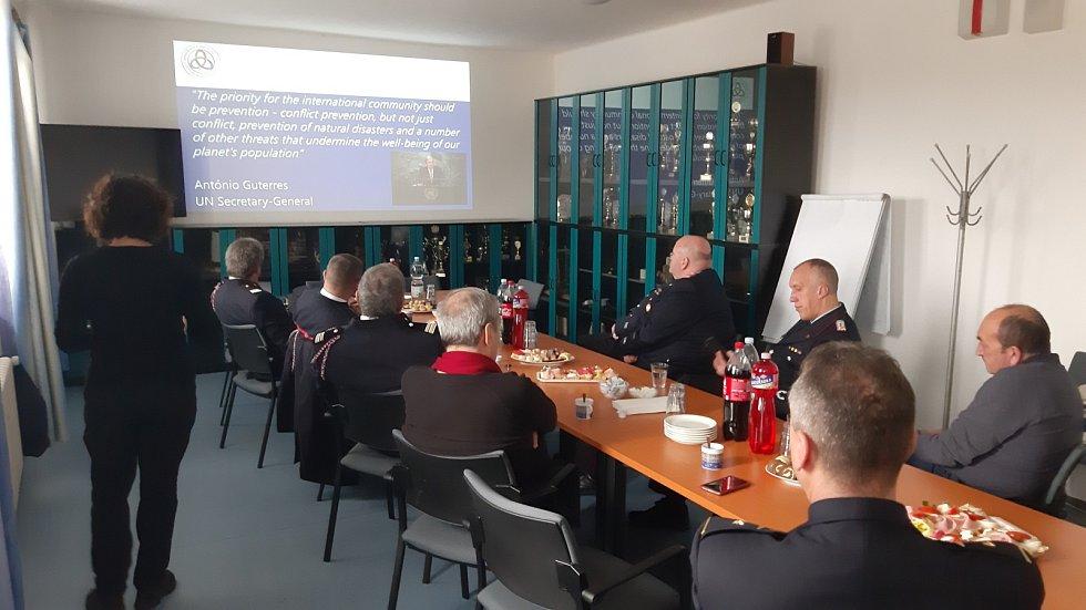 Středočeští hasiči přijali zahraniční kolegy v rámci programu Mechanismus Evropského společenství.