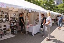 Designové trhy na benešovském Masarykově náměstí představily ve čtvrtek 8. června tvorbu českých designérů.