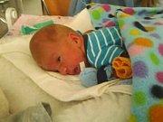 V pondělí 16. prosince se mamince Pavlíně Berentešové a tatínkovi Jaroslavu Matasovi z Oseka narodil prvorozený syn Matyáš. Matyášek po porodu vážil 1990 gramů a měřil 40 cm. Foto: Rodinný archiv