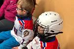 Třiadvacet adeptů o lední hokej si vyzkoušelo i tréninková cvičení.