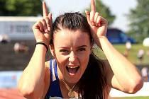 ATLETICKÁ sprinterská ďáblice Nikola Bendová se raduje z překonání juniorského rekordu na dvoustovce a zároveň z titulu české šampionky.