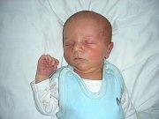 Adam Čížek se narodil 7. listopadu rodičům Soně Burdové a Liborovi Čížkovi z Králova Dvora. Chlapeček po porodu vážil 3,58 kg a měřil 52 cm. Adámkův bráška Honzík (8) je už teď moc zvědavý, jaký že to bude Adámek dělat za sport. Moc by si přál, aby byl fo