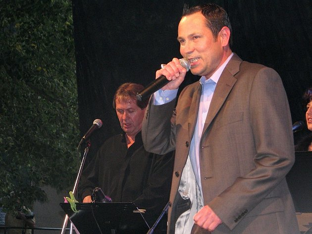 Pavel Vítek uspořádal koncert na nádvoří Karlštejna