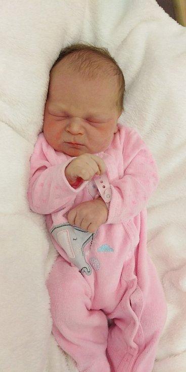 Nela Walterová se narodila 7. května 2021 v 9. 59 hodin v čáslavské porodnici. Pyšnila se porodními mírami 3170 gramů a 50 centimetrů. Doma v Čáslavi ji přivítali maminka Vendula, tatínek Martin a dvouletá sestřička Gábinka.