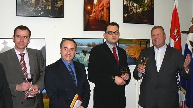 Slavnostní vernisáže unikátní výstavy se zúčastnilo 70 hostů, kteří jako první zhlédli 12 informačních panelů.