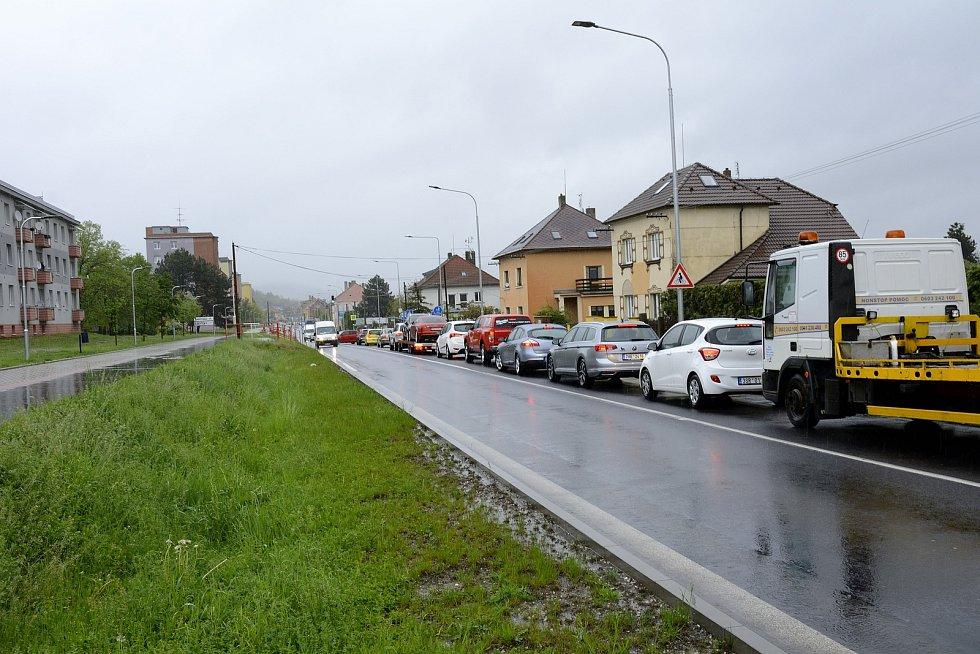 Doprava kolabovala i na Plzeňské ulici v Berouně a Králově Dvoře, když se řidiči snažili dálnici vyhnout.