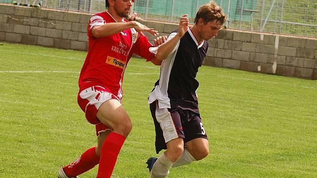 V závěru přípravy posílil družstvo Králova Dvora slovenský obránce Martin Koiš (vlevo), který má zkušenosti z ligové Petržalky. V utkání  se Štěchovicemi se prosadil střelecky.
