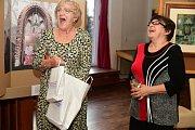 Kulturní dům v královském městě Žebráku se stal výstavním domovem malířky Evy a její dcery fotografky Jany Vinterové.