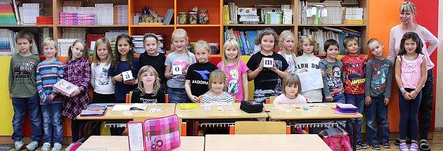 Prvňáčci ze Základní školy Nižbor pod vedením učitelky Ireny Novákové.