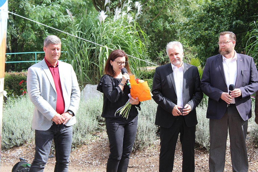Ze slavnostního otevření dvanácti nově značených cyklostezek v Chráněné krajinné oblasti Brdy v Zaječově.