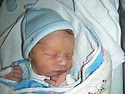 Antonín Bezdíček, prvorozený syn rodičů Věry Khásové a Martina Bezdíčka z Prahy, se prvně koukl na svět 5. března 2014, vážil 3,23 kg a měřil 49 cm. Toníčkova teta Alžběta slavila 6. března narozeniny a synovec je pro ni nejkrásnějším dárkem.