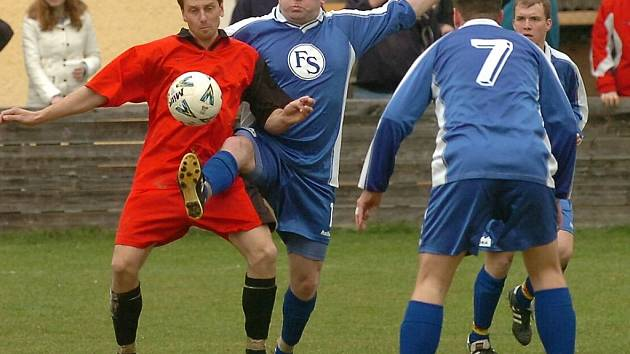 Spartak Žebrák dokázal v uplynulé sezoně bodovat v obou zápasech s Českým Lvem Beroun. Na podzim uhrál na půdě soupeře Žebrák remízu 2:2 a v prvním jarním kole doma Žebrák vyhrál 2:0.