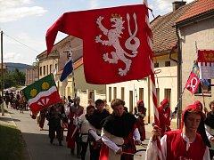 Na Tetín dorazil v sobotu 2. června průvod vévody Štěpána, další den pokračoval na Karlštejn v rámci královského průvodu.
