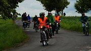 Na účastníky 5. ročníku Praskoleské jízdy mopedistů čekala 70 kilometrů dlouhá trať napříč regionem.