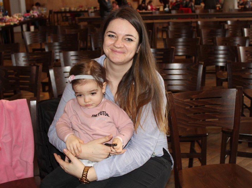 Velikonoční jarmark, který se v sobotu konal v Kulturním klubu Žebrák, přilákal desítky návštěvníků