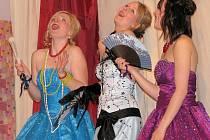 Studenti složili maturitní zkoušku na divadelních prknech