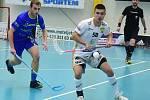 Tomáš Váňa (v bílém) v domácím utkání proti Pelhřimovu, který Králův Dvůr také vyhrál.