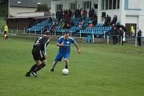 Fotbalová divize - skupina A: Hořovicko - Dobříš 5:1 (2:1).