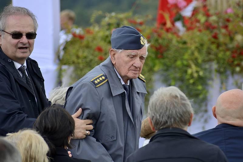 Generál Emil Boček, byl jeden z nejstarších účastníku, který je bývalým letcem RAF