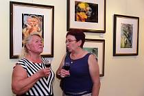 V berounských výstavních galeriích si mohou návštěvníci prohlédnout díla od Evy a Jany Vinterových. Svými pracemi matka s dcerou zapnily nejen prostory Duslovy vily, ale také komorní galerii v Holandském domě.