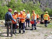 Jednotky IZS simulovaly záchranu uvízlých osob.