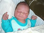 KRÁSNOU porodní váhou 4,13 kg a mírou 52 cm se mohl 18. dubna 2017 pochlubit Matěj Štěpán, druhé dítko Lenky Ungrové a Zdeňka Štěpána z Chlustiny. Matýska bude dětským světem provázet bráška Adámek (1,5).