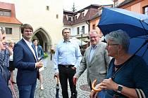 Ze zahájení putovní výstavy Kořeny osobností u Pražské brány v Berouně.