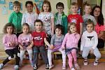 Mateřská škola ve Svinařích: třída Včelky s učitelkou Michalou Voborníkovou.