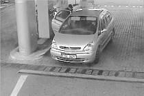 Zlodějku zachytily bezpečnostní kamery