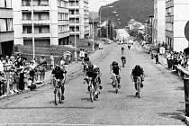 Cyklistický závod v 80. letech ve Zdicích.