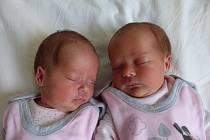 Nicoll (vlevo)  a Lucie Mackovy  se narodily 25. června 2021 v kolínské porodnici. Nicoll vážila 1930 g a měřila 46 cm, Lucie vážila 2150 g. Do Kutné Hory odjely s maminkou Kateřinou a tatínkem Davidem.