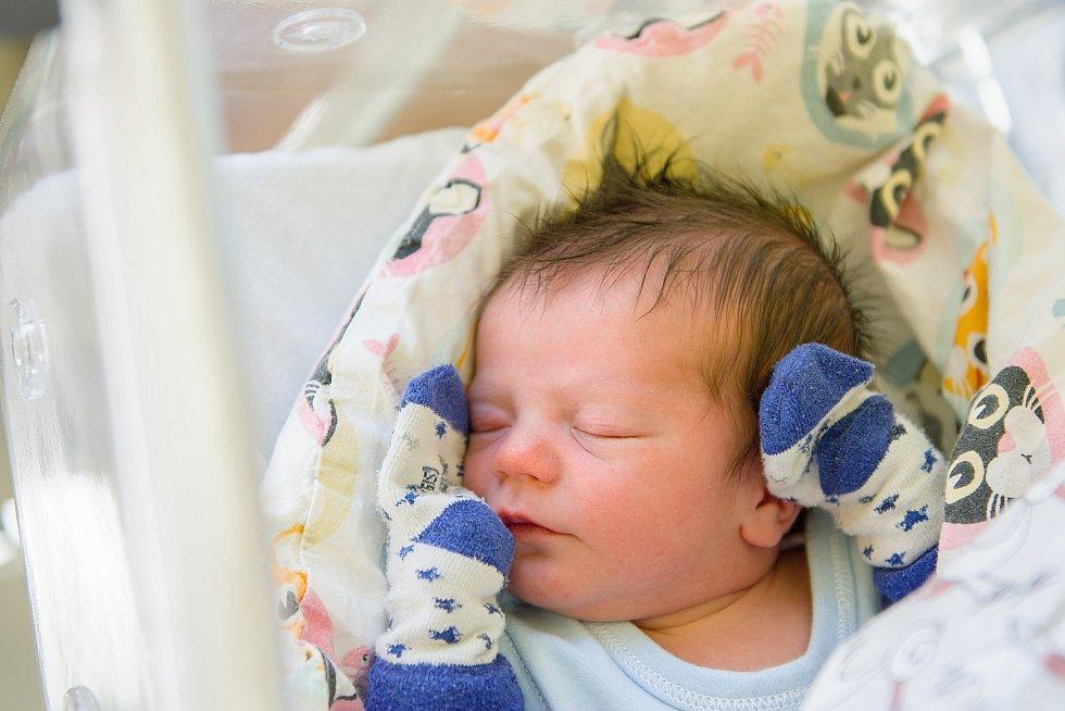 Štěpán Jaroš se narodil v nymburské porodnici 9. května 2021 v 17.51 hodin s váhou 3260 g a mírou 49 cm. Z chlapečka se v Praze radují maminka Nikola a sestřička Valerie (6 let).